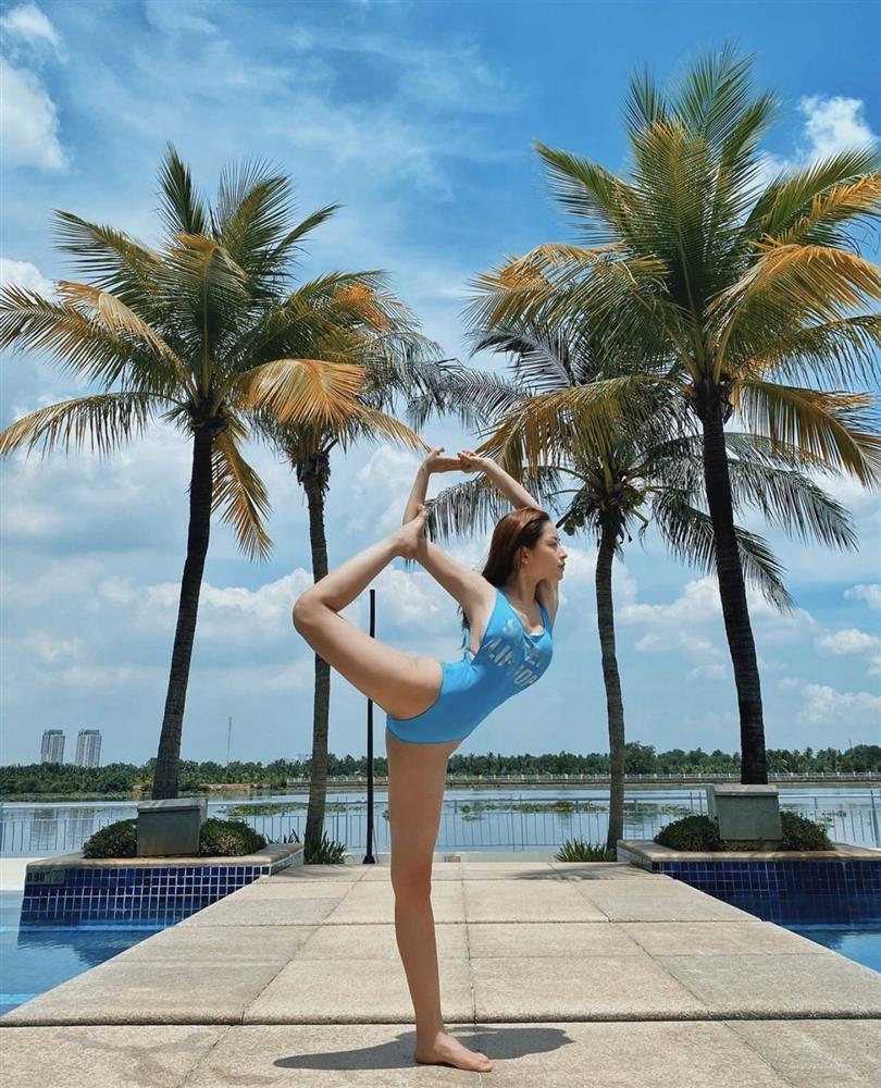 Bảo Anh - Chi Pu - Hà Hồ tập yoga mọi lúc mọi nơi để giữ body đẹp như tạc-14