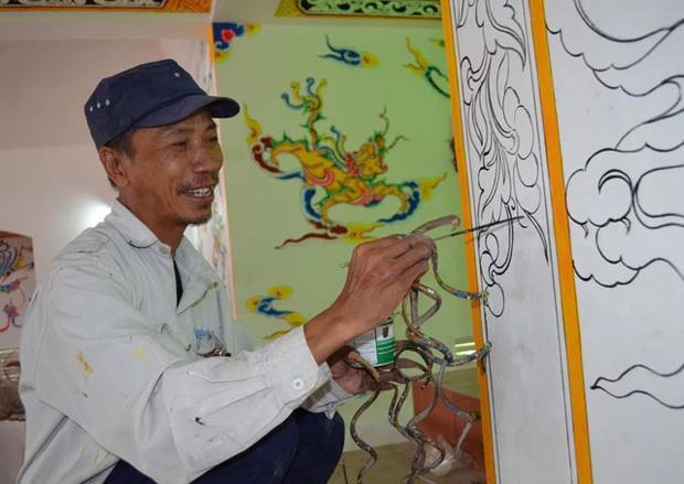 Dị nhân móng tay dài nhất Việt Nam: Cắt là ốm, thay áo mất 15-2