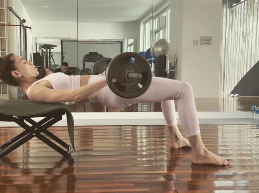Bảo Anh - Chi Pu - Hà Hồ tập yoga mọi lúc mọi nơi để giữ body đẹp như tạc-9
