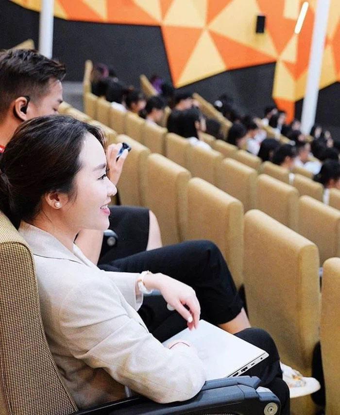 Nhan sắc vợ Xuân Trường sau 3 năm xát muối lòng fans-2