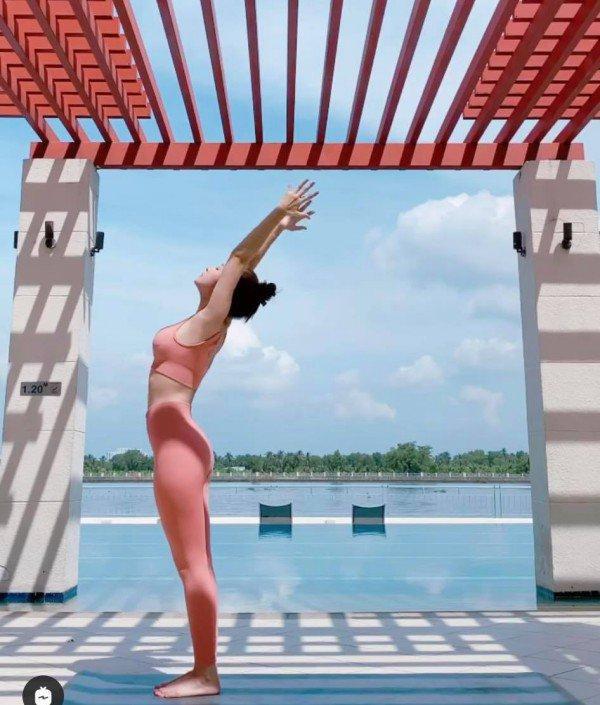 Bảo Anh - Chi Pu - Hà Hồ tập yoga mọi lúc mọi nơi để giữ body đẹp như tạc-15
