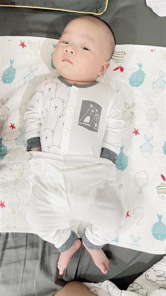 Con trai 2 tháng tuổi của Hữu Công gây bão với biểu cảm cưng muốn xỉu-11
