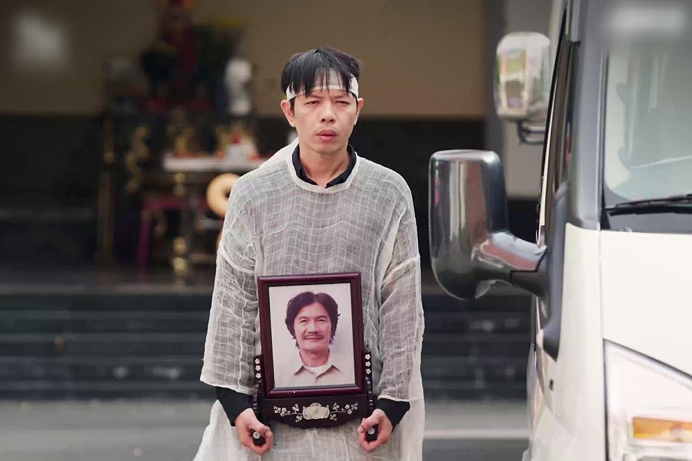 Cây Táo Nở Hoa tập 3: Trương Thế Vinh bị máy bay dụ dỗ giữa lúc tang gia-6