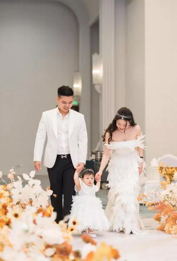 Cô dâu Nam Định khoe anh xã tặng đồng hồ giá bằng căn chung cư-4