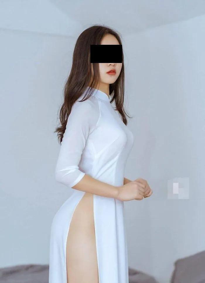 Những lần nữ sinh Việt gây sốc vì cách diện áo dài phản cảm-10