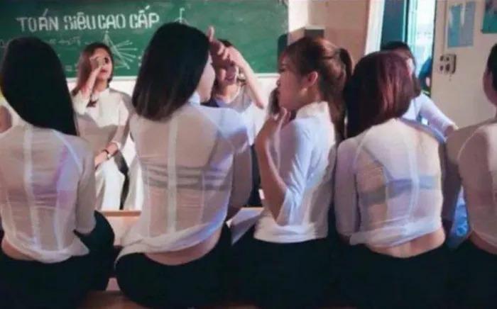 Những lần nữ sinh Việt gây sốc vì cách diện áo dài phản cảm-7