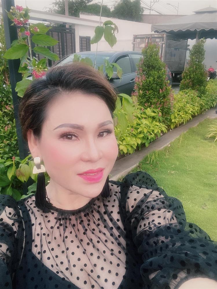 Cận cảnh ngoại hình vợ Kinh Quốc - đại gia Lâm Thị Thu Trà-2