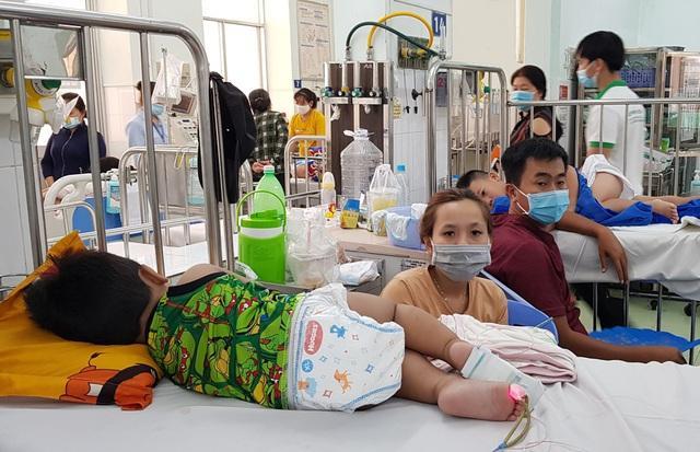 Bước vào cuộc chiến tay chân miệng, nhiều trẻ biến chứng thần kinh-4