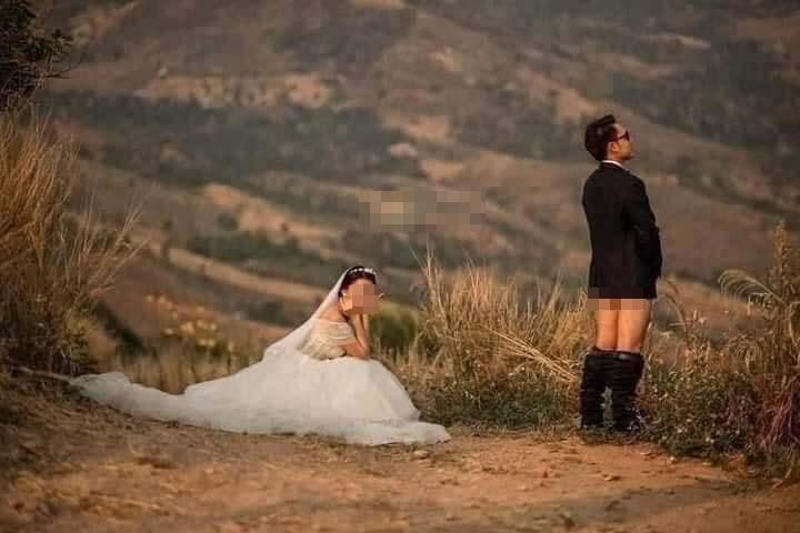 Ảnh cưới chú rể tụt quần cho cô dâu túm vào chỗ hiểm-2