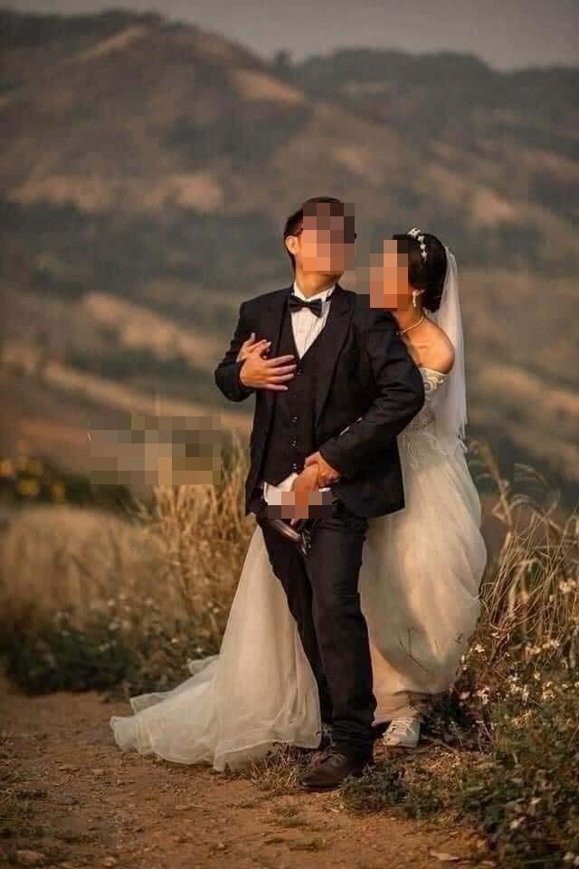 Ảnh cưới chú rể tụt quần cho cô dâu túm vào chỗ hiểm-4