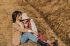 Khoảnh khắc 'lãng mạn hơn cả yêu' của cặp bạn thân 10X quen nhau qua mạng xã hội