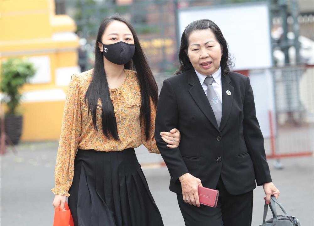 Hoãn xét xử vụ tài xế Mercedes tông nữ tiếp viên thương tật 79%-2
