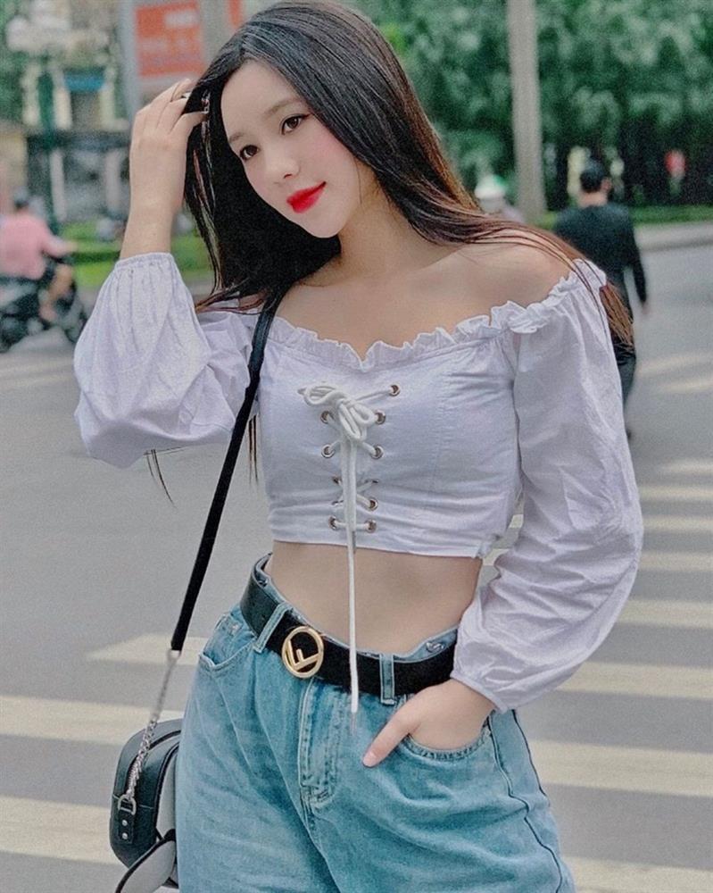 Lăng-xê trang phục họa tiết, Thúy Vi - Quỳnh Anh Shyn hai phong cách đối lập-10