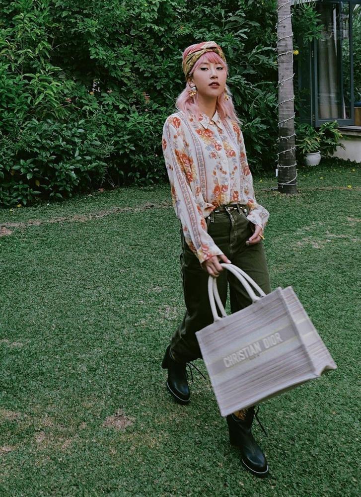 Lăng-xê trang phục họa tiết, Thúy Vi - Quỳnh Anh Shyn hai phong cách đối lập-6