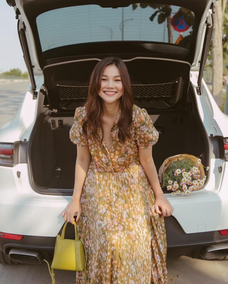 Thiều Bảo Trâm - Minh Hằng lăng-xê váy hoa nhí chào hè-7