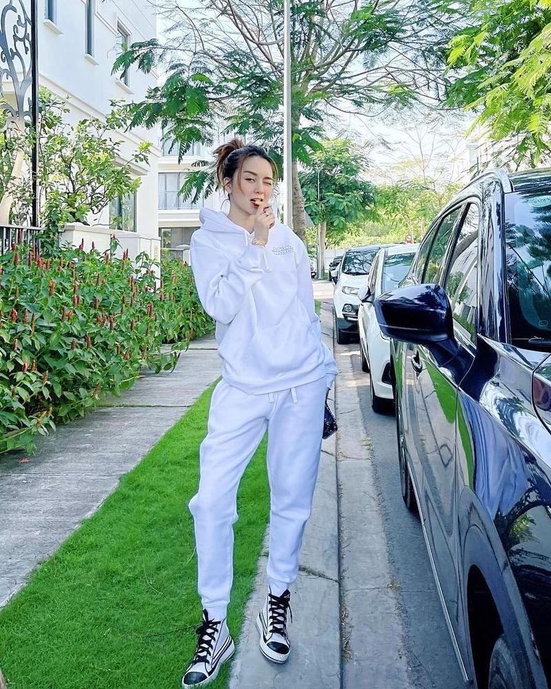 Thiều Bảo Trâm - Minh Hằng lăng-xê váy hoa nhí chào hè-9