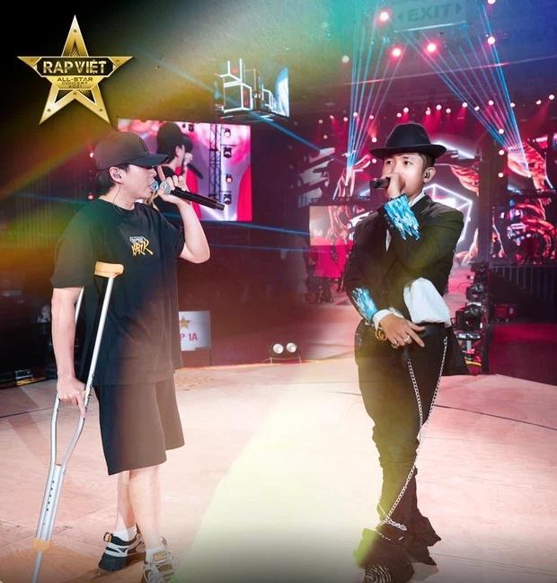Karik chống nạng xuất hiện tại buổi tổng duyệt, vẫn quẩy tại Rap Việt Concert?-5