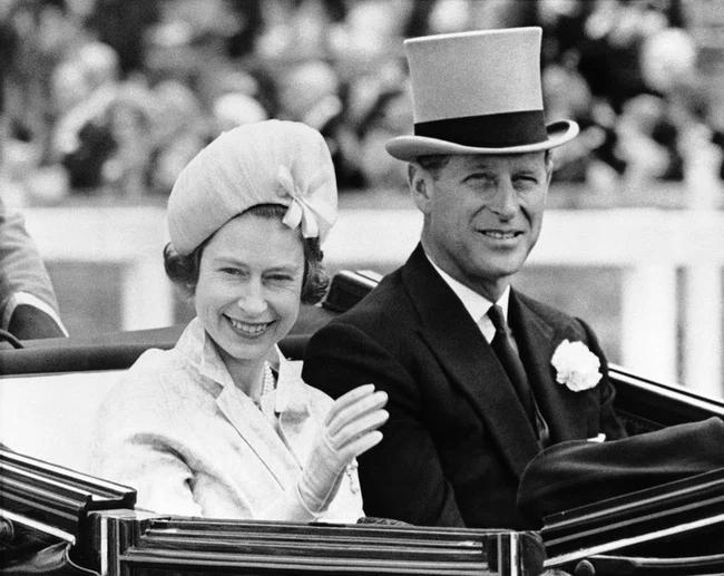 Chuyện tình xuyên suốt 74 năm của Nữ hoàng Anh cùng Hoàng tế Philip-7