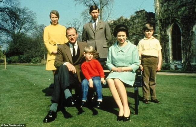 Chuyện tình xuyên suốt 74 năm của Nữ hoàng Anh cùng Hoàng tế Philip-9