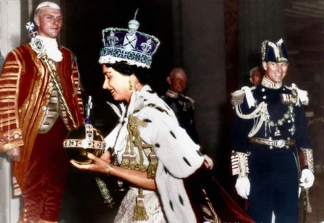 Chuyện tình xuyên suốt 74 năm của Nữ hoàng Anh cùng Hoàng tế Philip-10