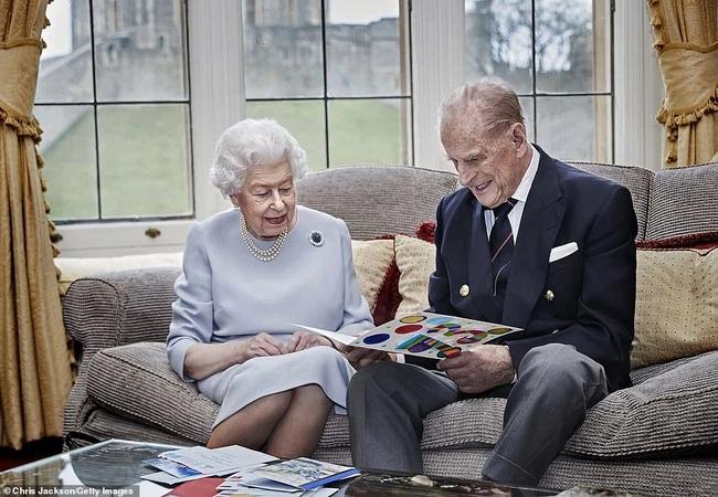 Chuyện tình xuyên suốt 74 năm của Nữ hoàng Anh cùng Hoàng tế Philip-12