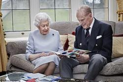 Chuyện tình xuyên suốt 74 năm của Nữ hoàng Anh cùng Hoàng tế Philip