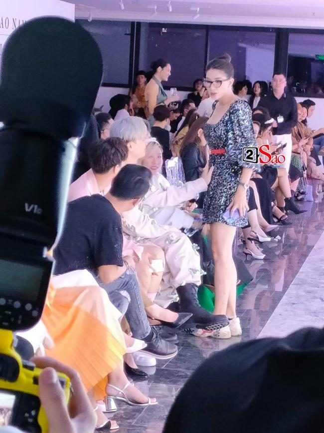 Đồng nghiệp rủ nhau khám bụng Trang Trần giữa sự kiện-1