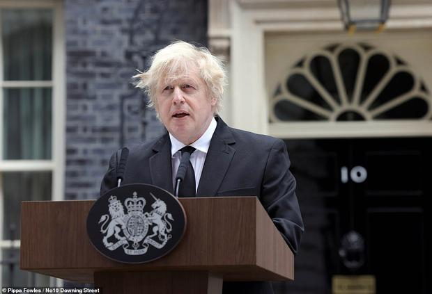 Nước Anh u buồn trước sự ra đi của Hoàng thân Philip và lo lắng cho tình hình Nữ hoàng-2