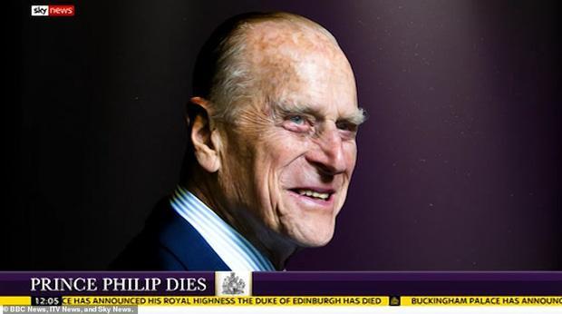 Nước Anh u buồn trước sự ra đi của Hoàng thân Philip và lo lắng cho tình hình Nữ hoàng-17