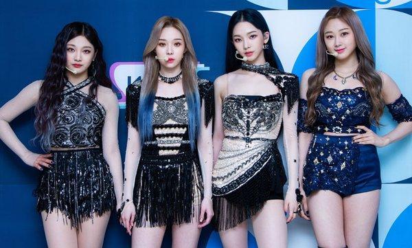Sau vụ việc BTS và SuperM, SM lại bị chỉ trích vì tự nhận aespa là BLACKPINK thế hệ mới-2