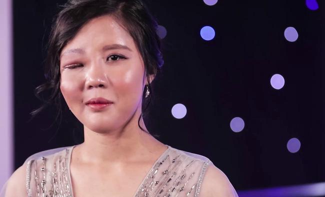 Mẹ đơn thân một mắt và 3 cuộc đại phẫu, phản ứng con gái gặp lại mẹ rớt nước mắt-8