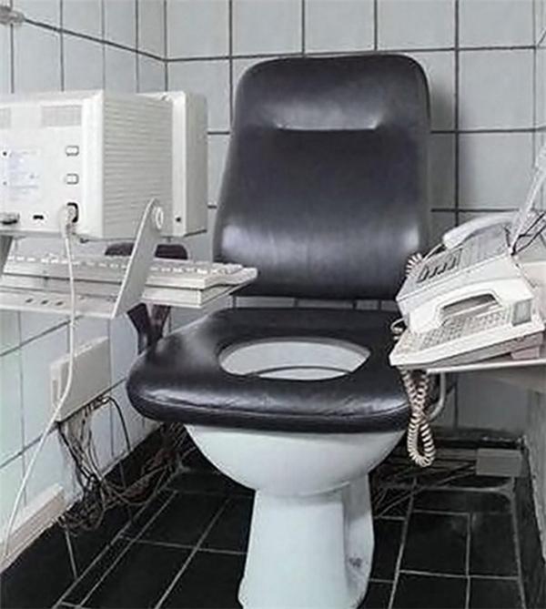 Tuyển tập các kiểu nhà vệ sinh thiết kế chẳng giống ai, đánh đố người sử dụng-1