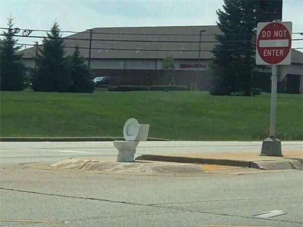 Tuyển tập các kiểu nhà vệ sinh thiết kế chẳng giống ai, đánh đố người sử dụng-9