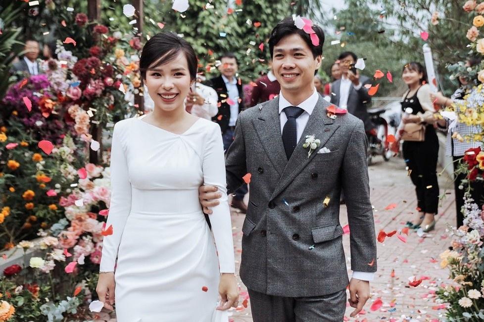 Vợ sắp cưới của Xuân Trường và những nàng WAGs kín tiếng-1