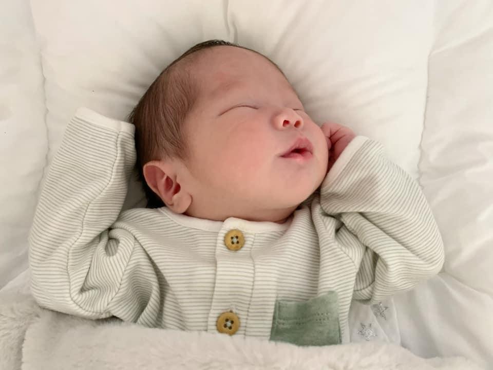 Con gái 1 tháng tuổi của An Nguy đẹp như tranh vẽ-3
