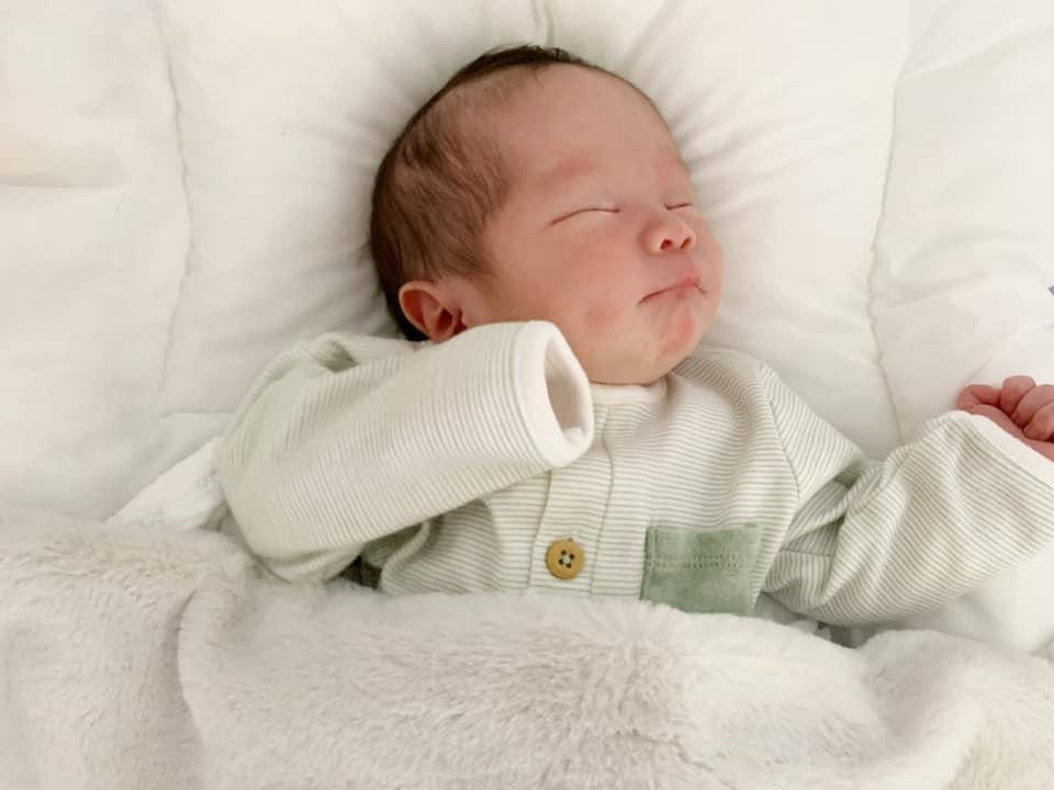 Con gái 1 tháng tuổi của An Nguy đẹp như tranh vẽ-2