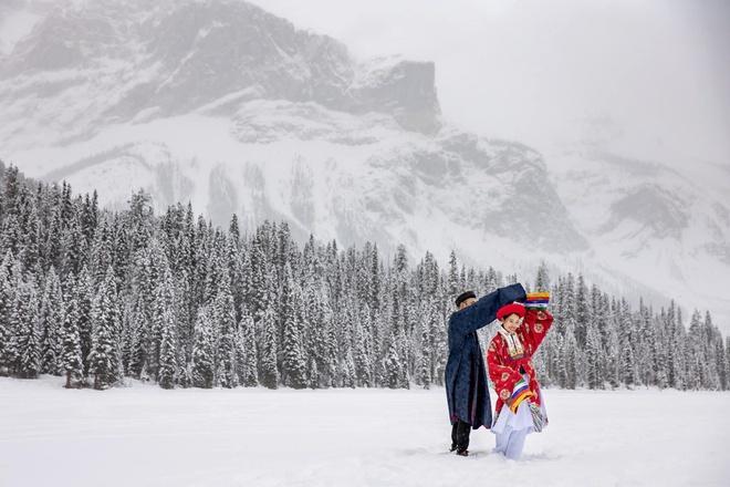 Cô gái Việt và chồng Tây chụp ảnh cưới cổ phục giữa tuyết trắng-1
