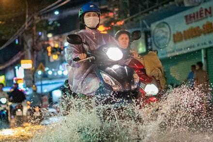 TP.HCM bắt đầu có mưa dông chuyển mùa