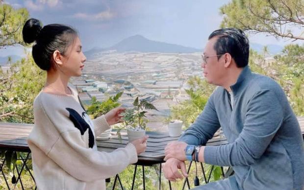 Bắt trọn clip chồng cũ Lệ Quyên ôm hôn tình trẻ Cẩm Đan-7