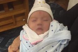 Bé gái 1 tháng tuổi bị bỏ rơi cùng bức tâm thư