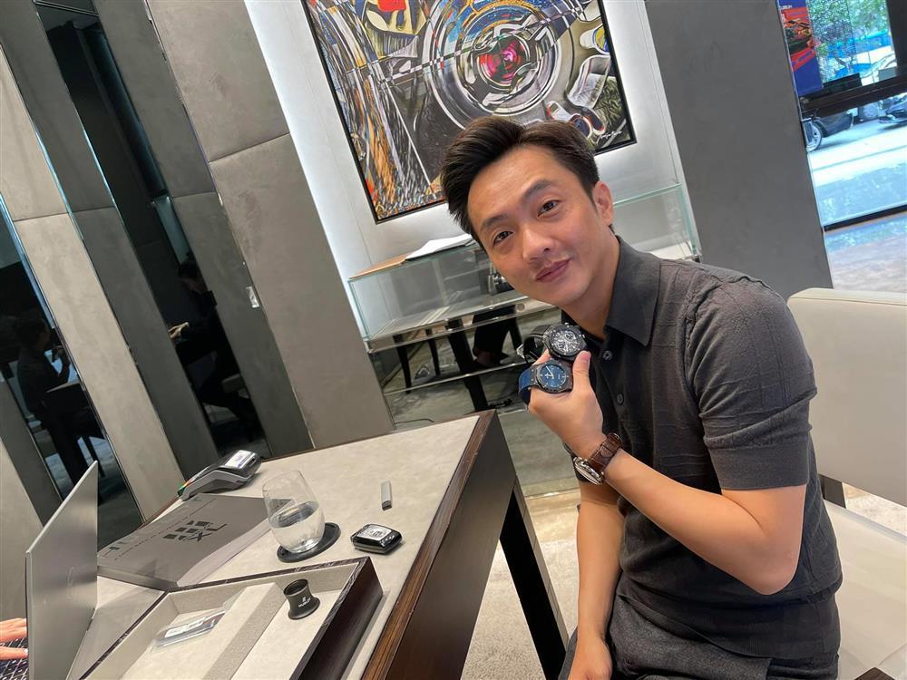 Đàm Thu Trang mua cùng lúc 10 chiếc đồng hồ tặng Cường Đô La-1