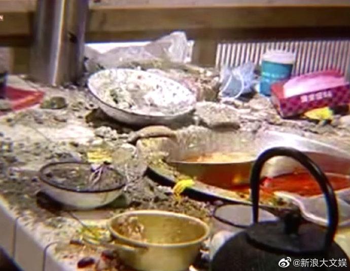 Quán lẩu mỹ nam Trần Hách sập trần, 2 người đang ăn phải cấp cứu-4