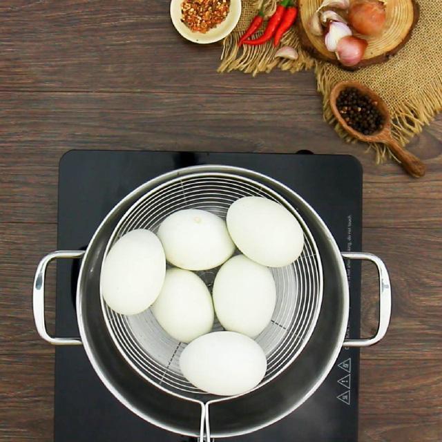 Độc đáo món trứng vịt lộn nướng muối ớt ngon thơm cuối tuần-2