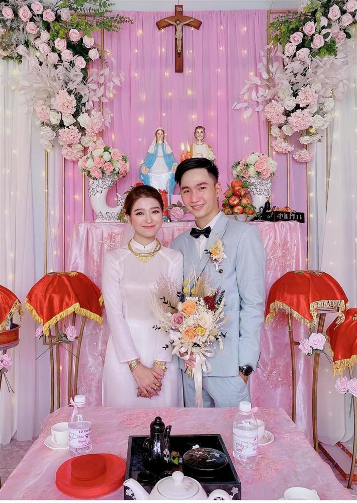 Cô dâu An Giang trang trí tiệc cưới ngập tràn sắc hồng mèo Hello Kitty-1
