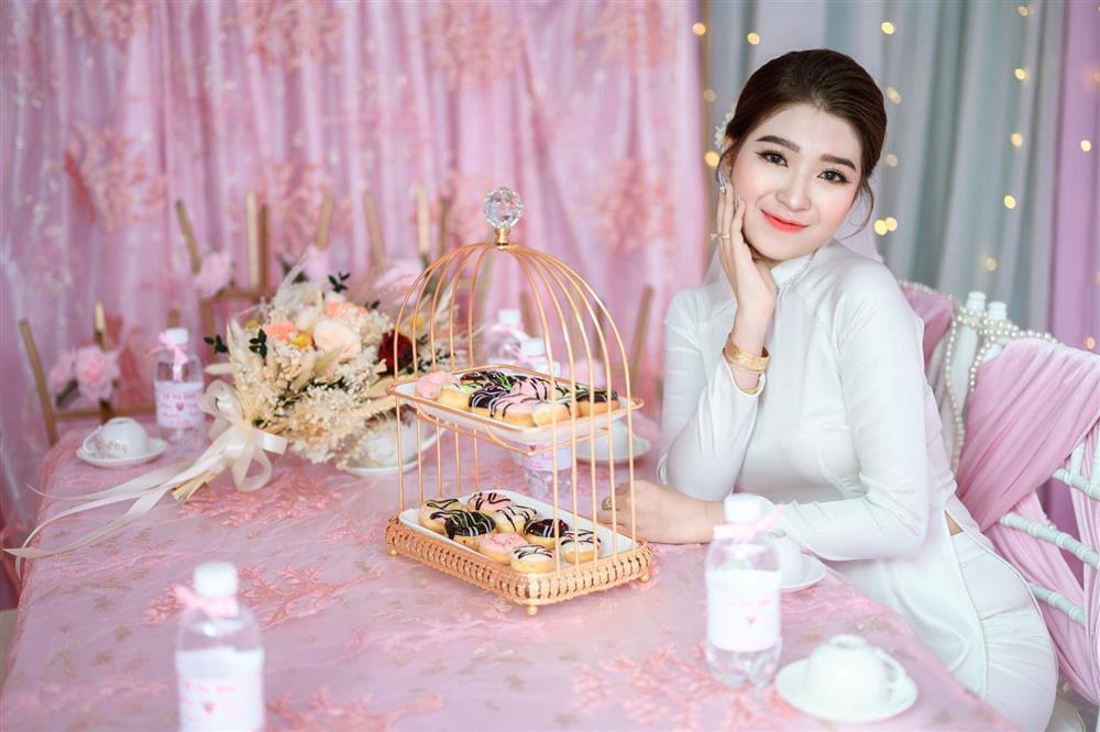 Cô dâu An Giang trang trí tiệc cưới ngập tràn sắc hồng mèo Hello Kitty-3