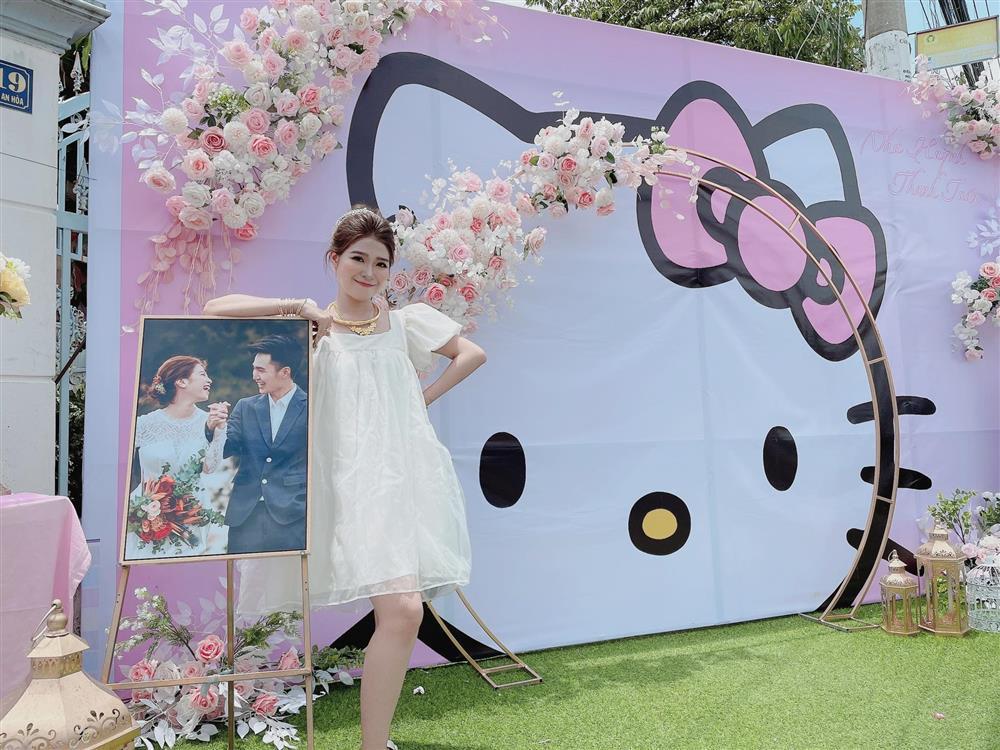 Cô dâu An Giang trang trí tiệc cưới ngập tràn sắc hồng mèo Hello Kitty-5