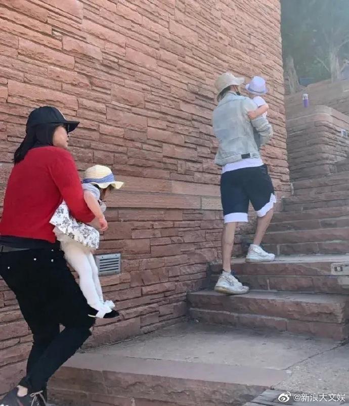 Lộ ảnh Trương Hằng đưa 2 con đi chơi tại Mỹ-4