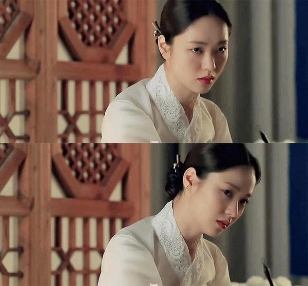 Song Joong Ki điên đảo với loạt ảnh cài hoa, môi đỏ khoe visual cực phẩm-8