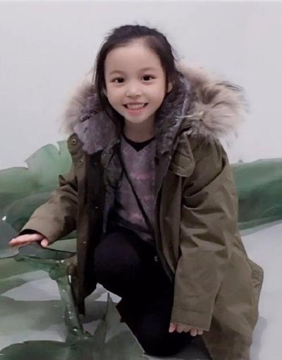 Triệu Vy bị chỉ trích ly hôn chồng xong cũng bỏ luôn con gái-2