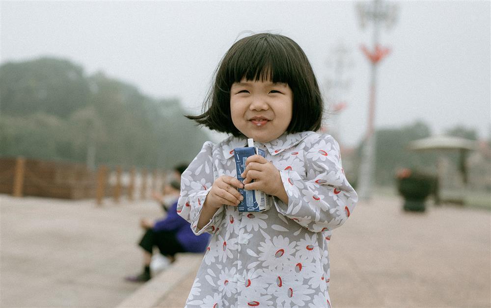 Bộ ảnh Em bé Hà Nội của em bé 3 tuổi khiến nhiều 8x, 9x nhớ tuổi thơ dữ dội-2
